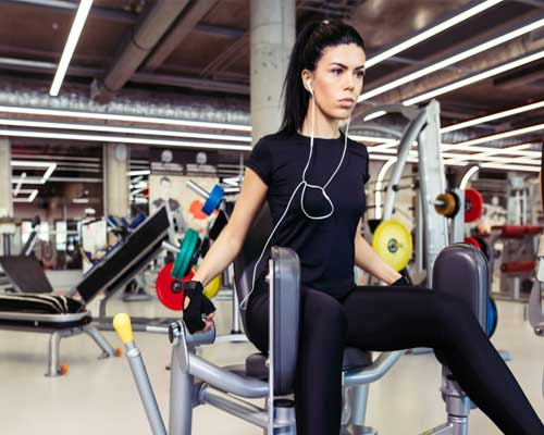 woman-with-healthy-addiction-to-the-gym