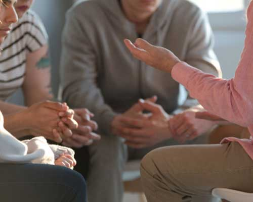 therapy-session-with-people-in-addiction-recovery